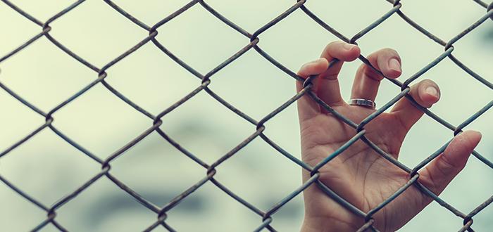 Soñar con una jaula de la que nadie quiere sacarte
