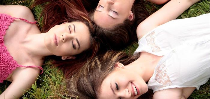 Soñar con amigos tres