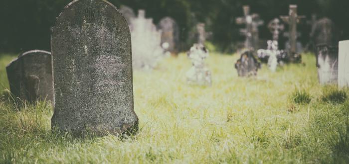 Soñar con cementerio hierba