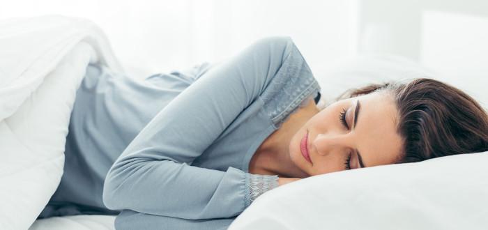 Soñar con dormir mujer