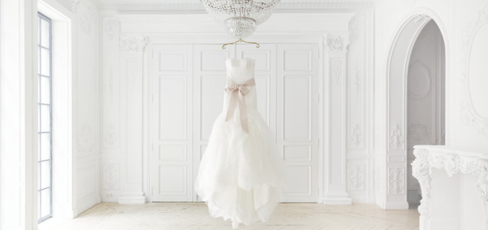 Sonar con vestido de novia azul claro