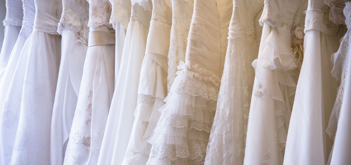 Sonar con vestido de novia beige