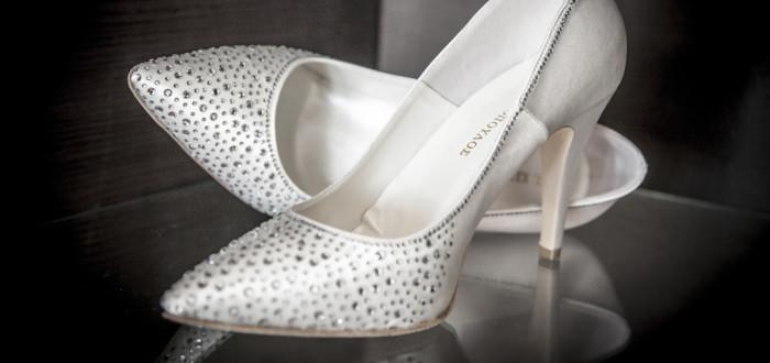 Soñar con Zapatos Nuevos blancos