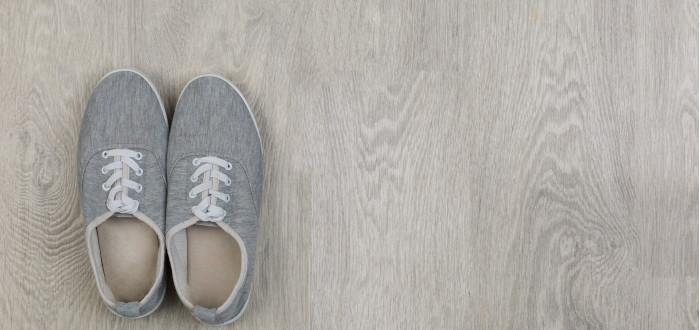 Soñar con Zapatos Nuevos grises