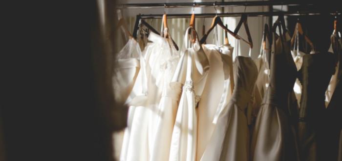 Soñar con Vestido Blanco percha