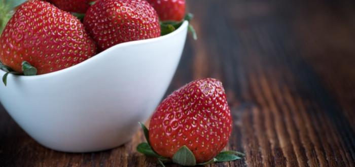 Soñar con fresas blanco