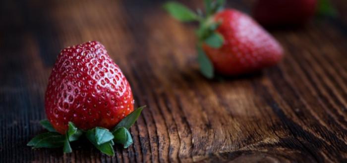 Soñar con fresas mesas