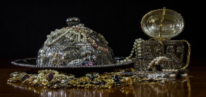 Soñar con Joyas de Oro Antigua